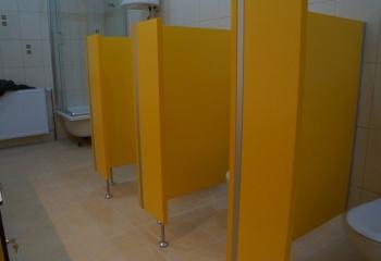 Realizacje - Kabiny sanitarne do przedszkoli żółte