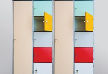 Szafki basenowe HPL kolorowe drzwiczki